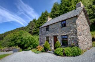 The exterior view of Ochr y Foel, old stone cottage in Snowdonia
