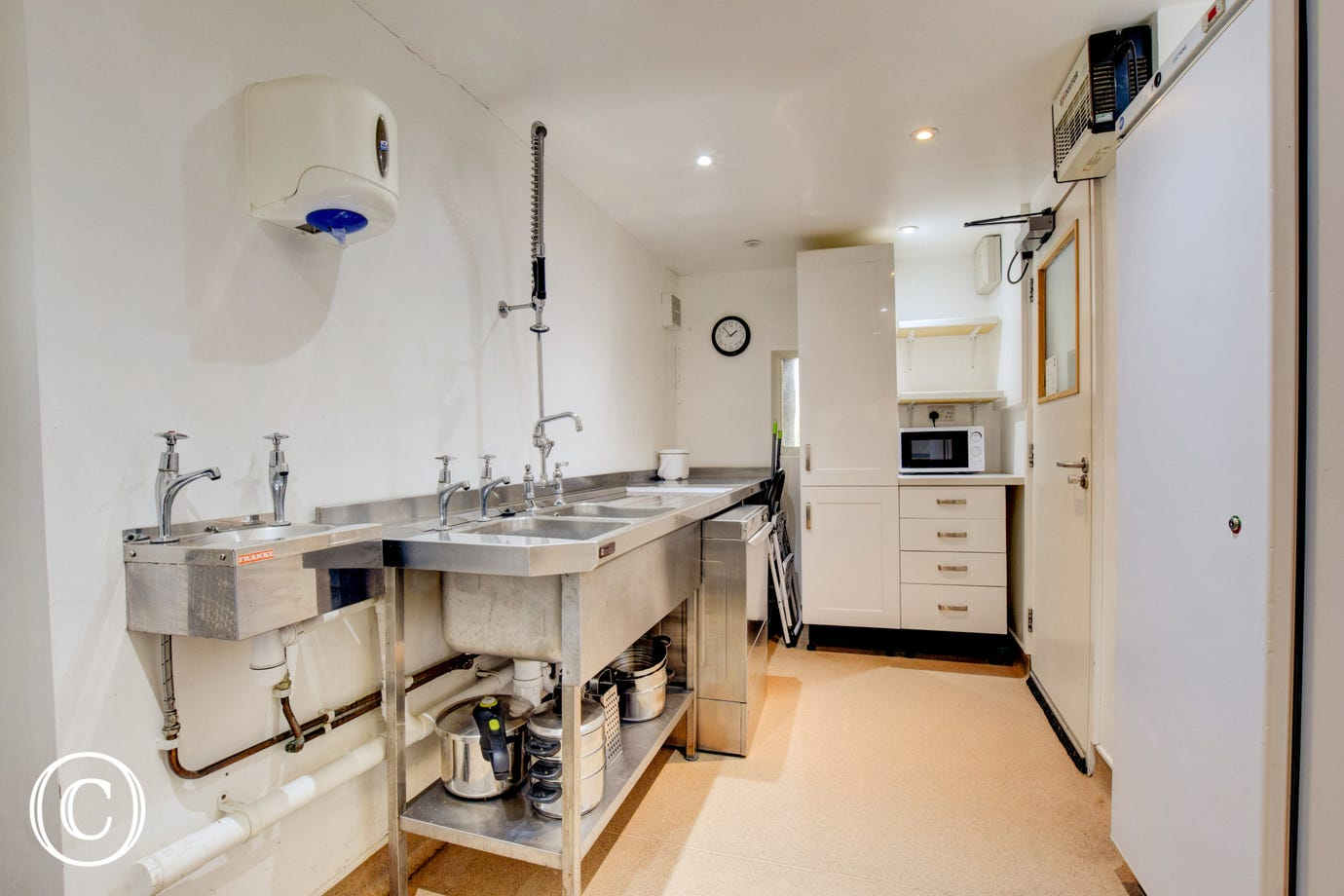 Fully fitted kitchen  - Galley style