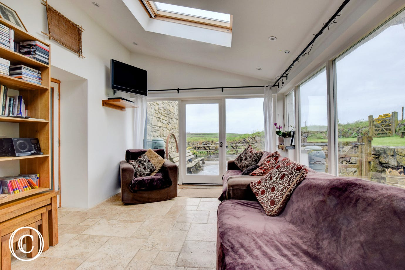 Pembrokeshire dog friendly cottage near Abercastle harbour