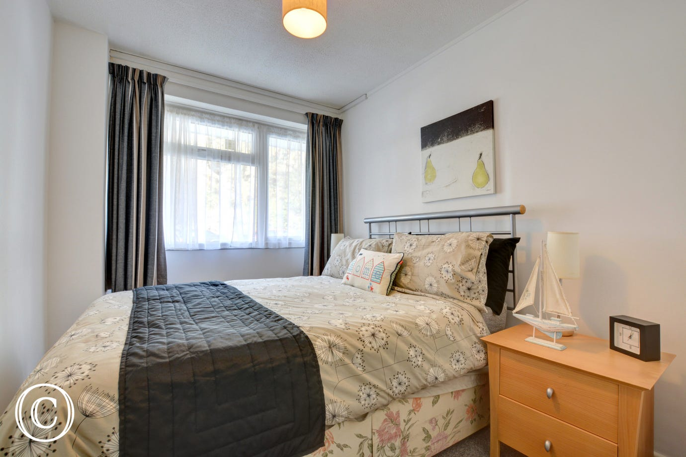 Harbour Lights has a  double bedroom