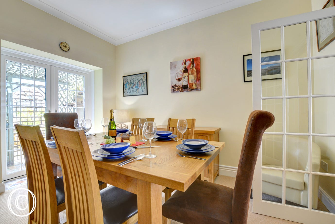 Self catering cottage in Tenby with dining area
