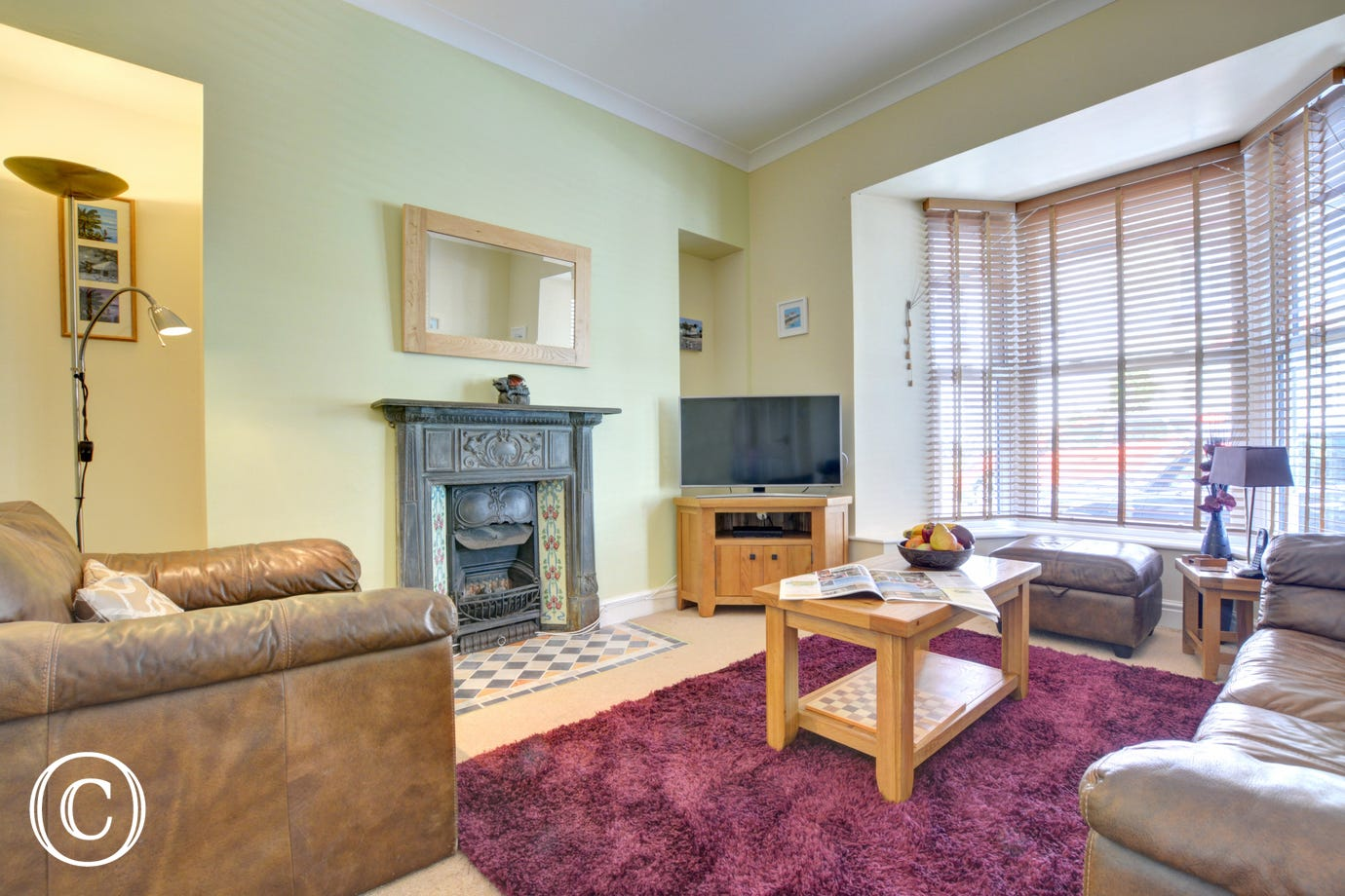 Tenby cottage ideal for a holiday with cosy lounge