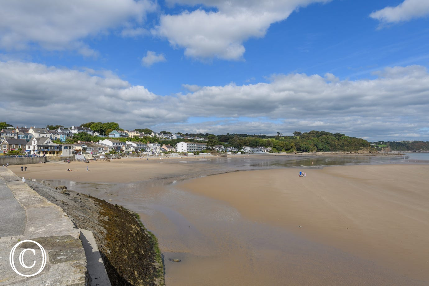 Saundersfoot has lots of holiday self catering cottages