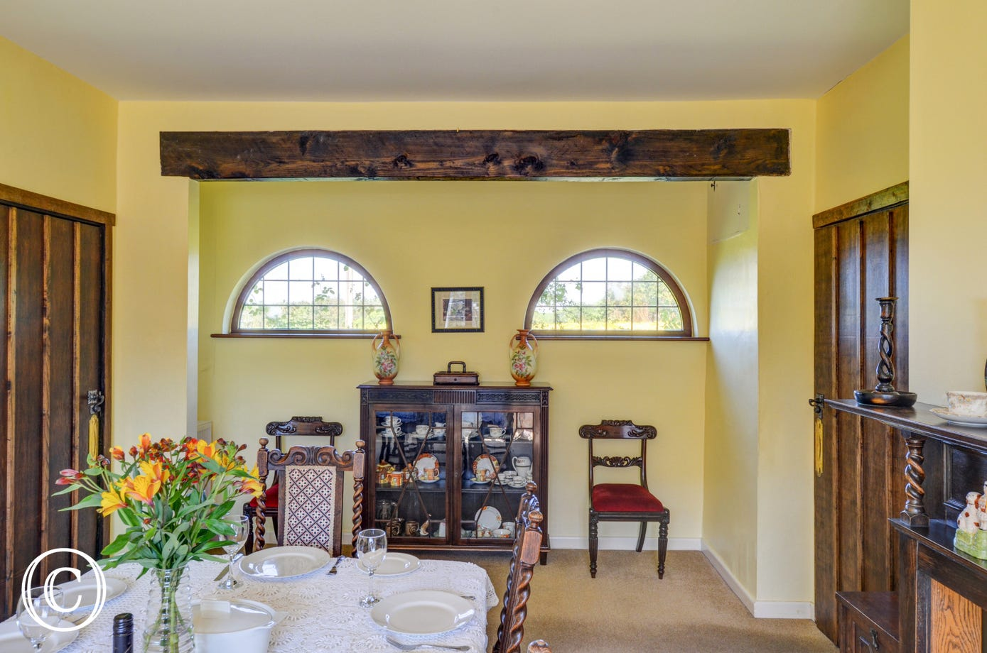 Unusual architectural features in the dining room
