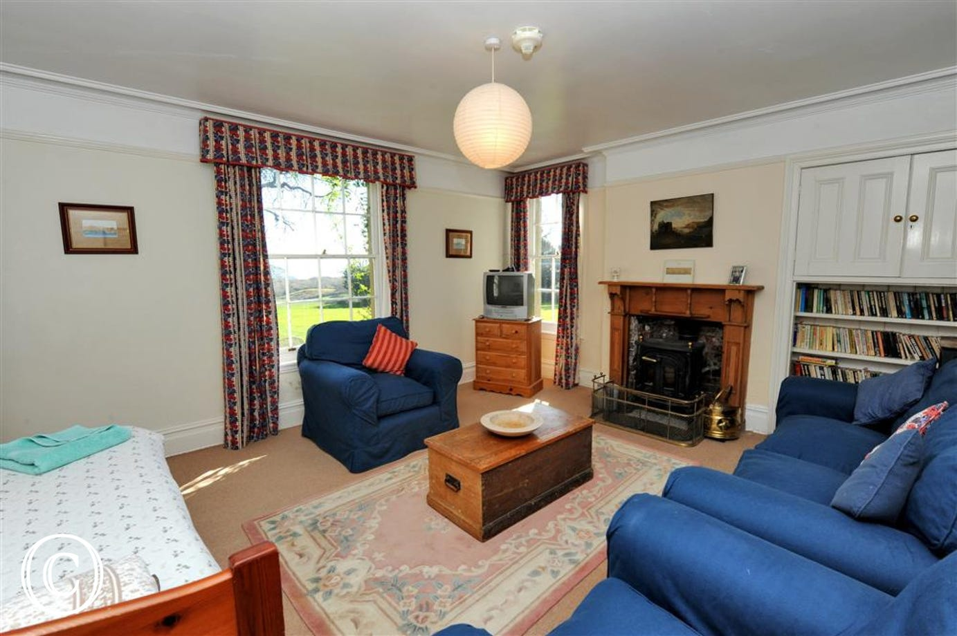 Downstairs single bed sitting room with TV & comfortable three piece suite.
