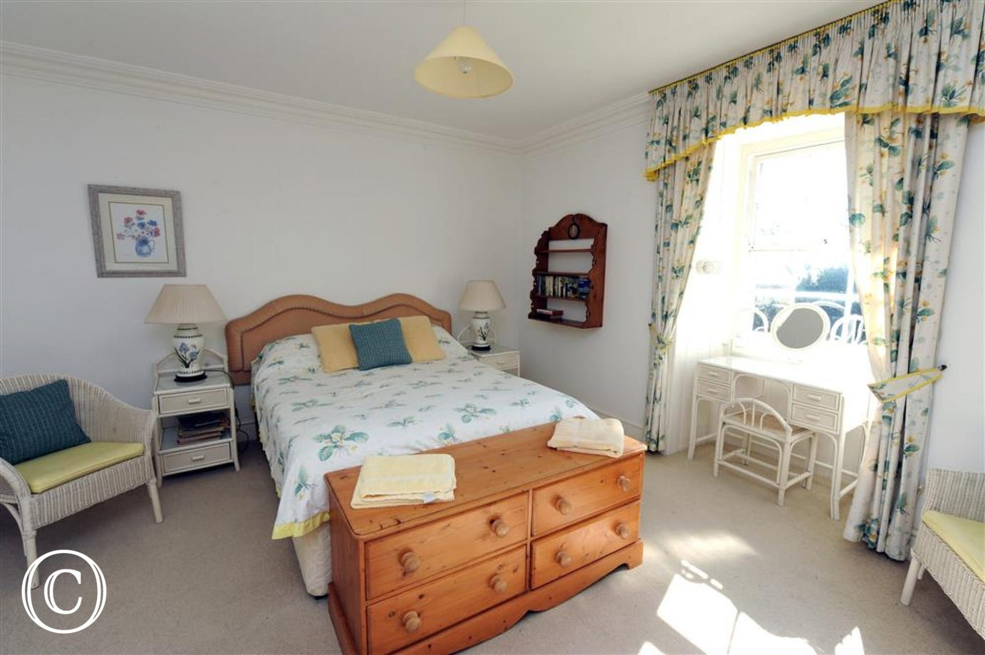 Double bedded room with cot & en suite shower and whb.