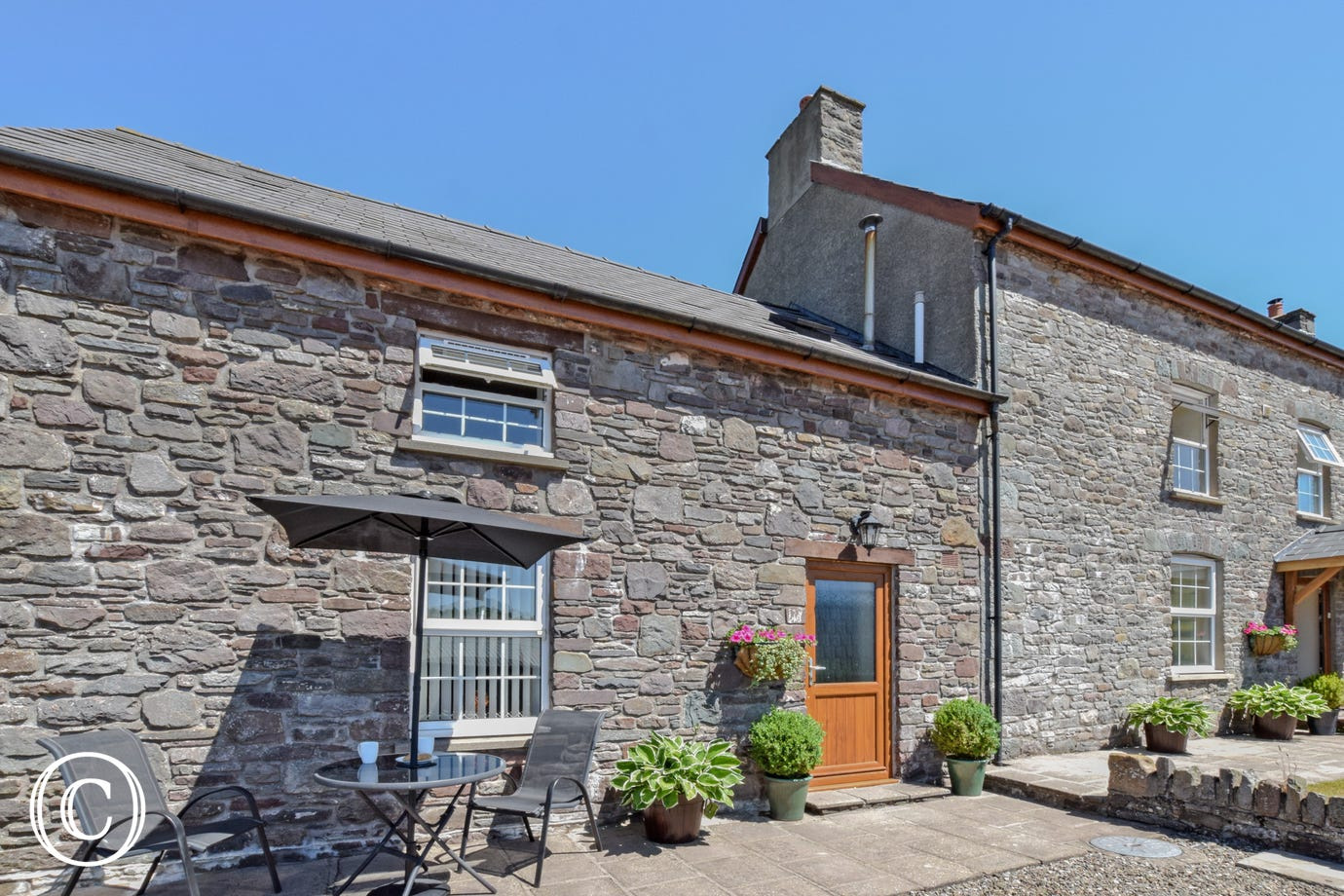 BWTHYN BLAENCAR Brecon Beacons cottage for 2