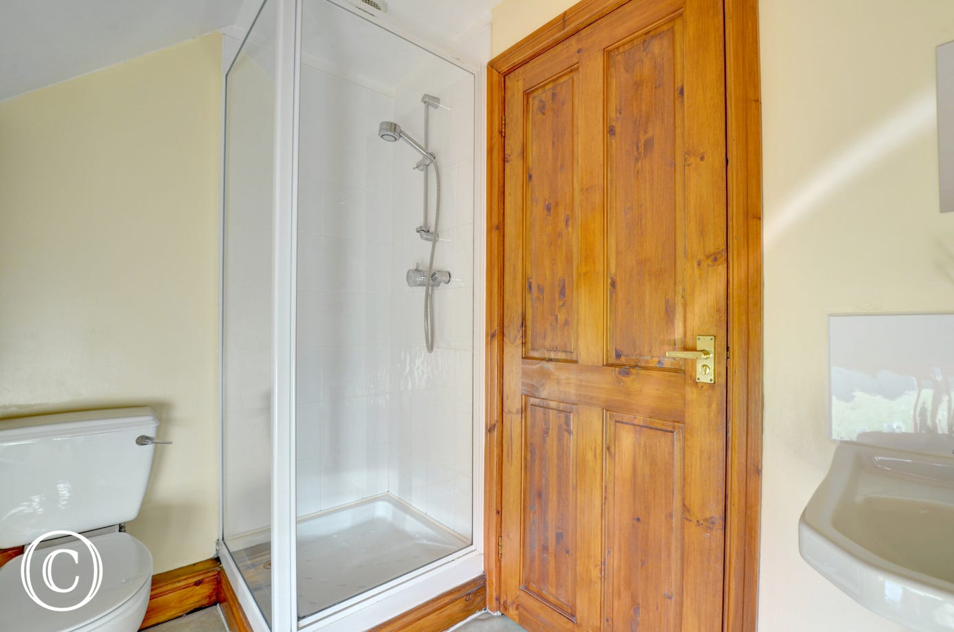 WAW243 - En Suite Shower Room 1