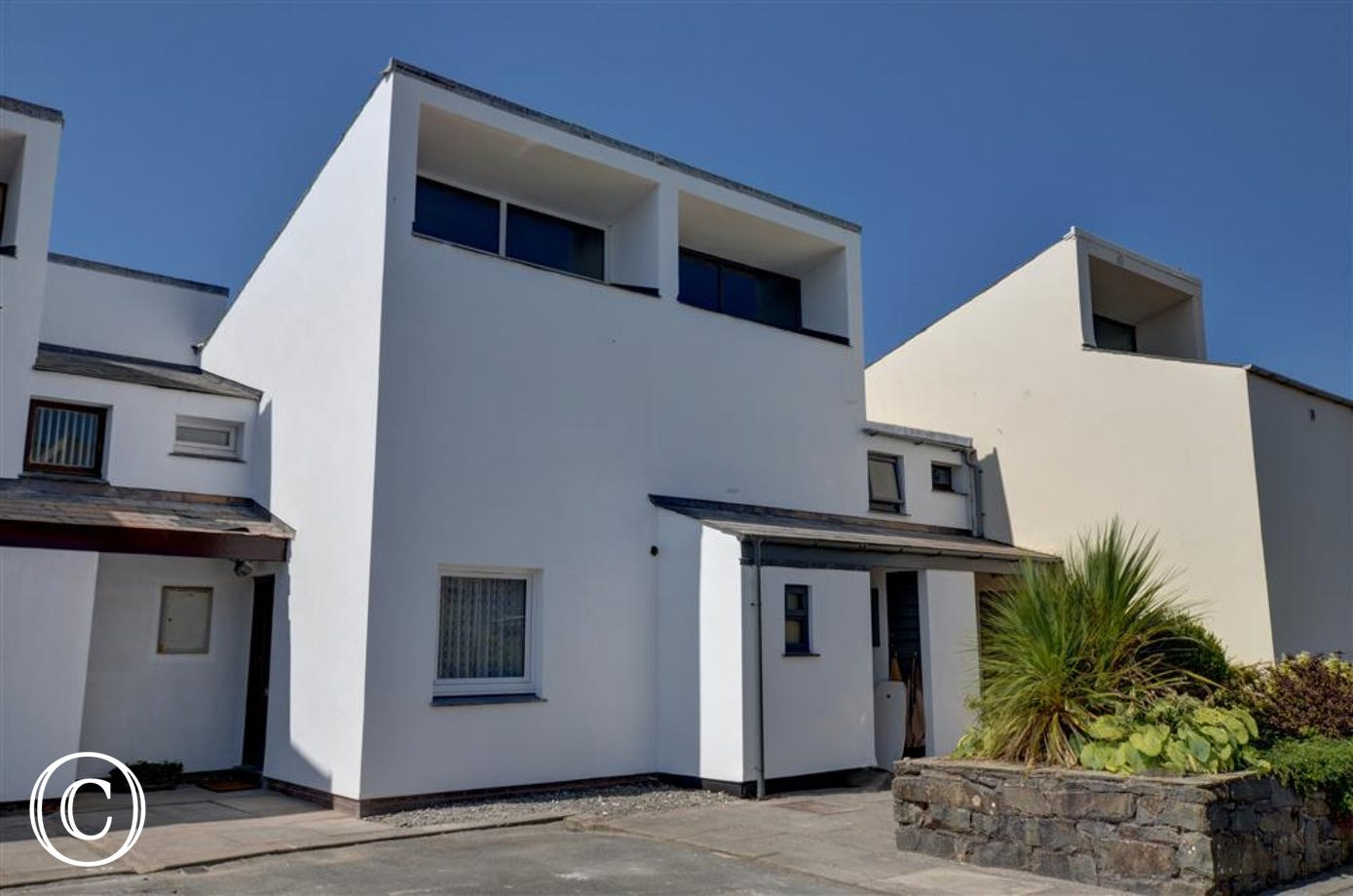 50 South Snowdon Wharf is a mews-style property at Porthmadog with balcony overlooking the marina