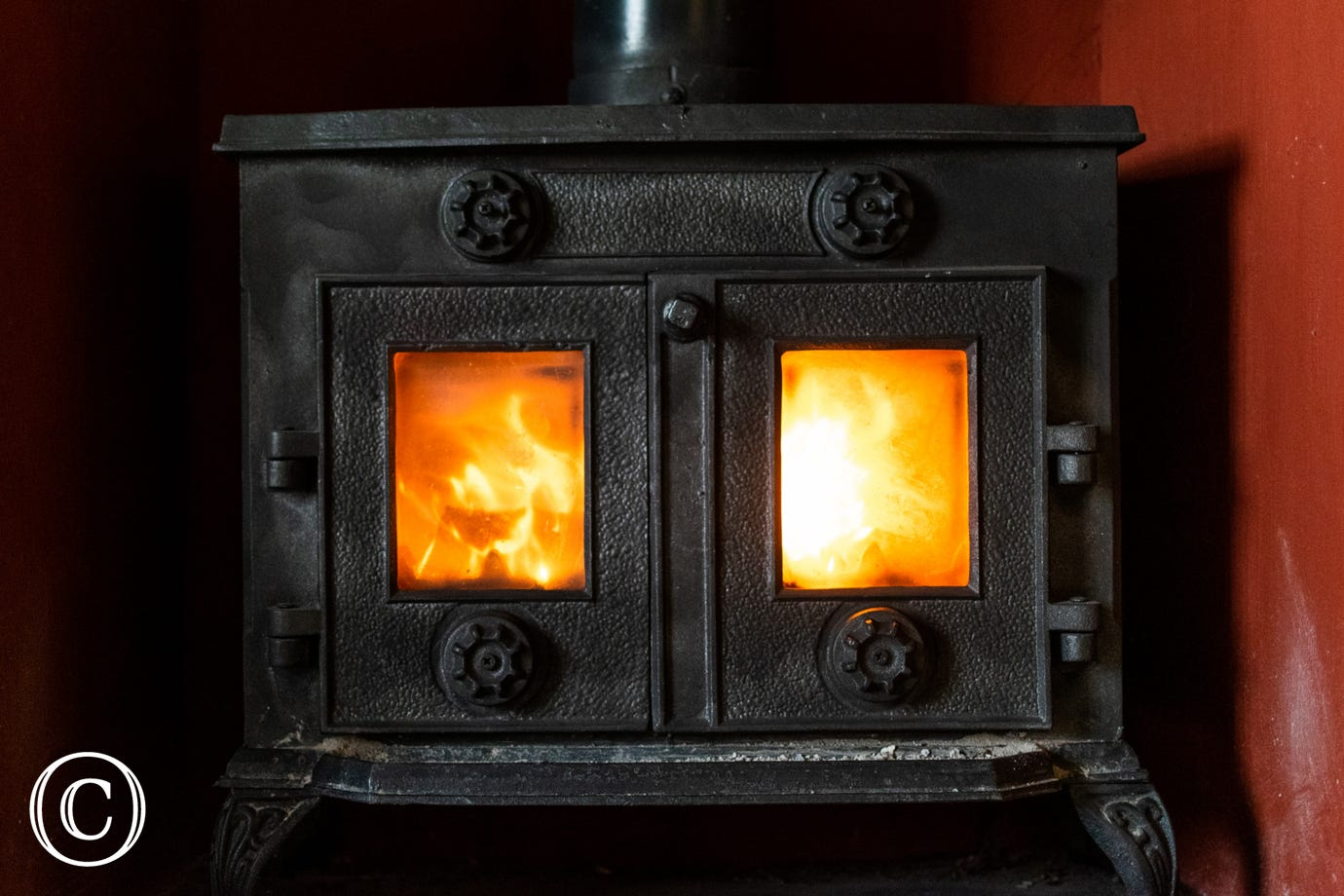 Builth Wells Holiday Cottage - wood burning fire