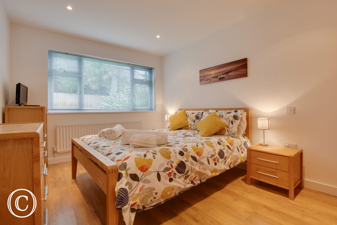 Modern bungalow in Saundersfoot. Self Catering. Double bedroom