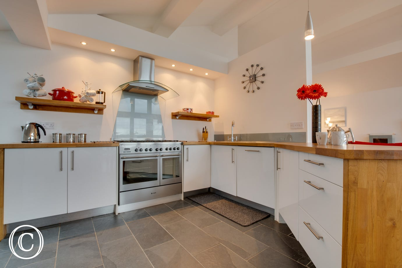 Self catering holiday home in Saundersfoot. Kitchen area