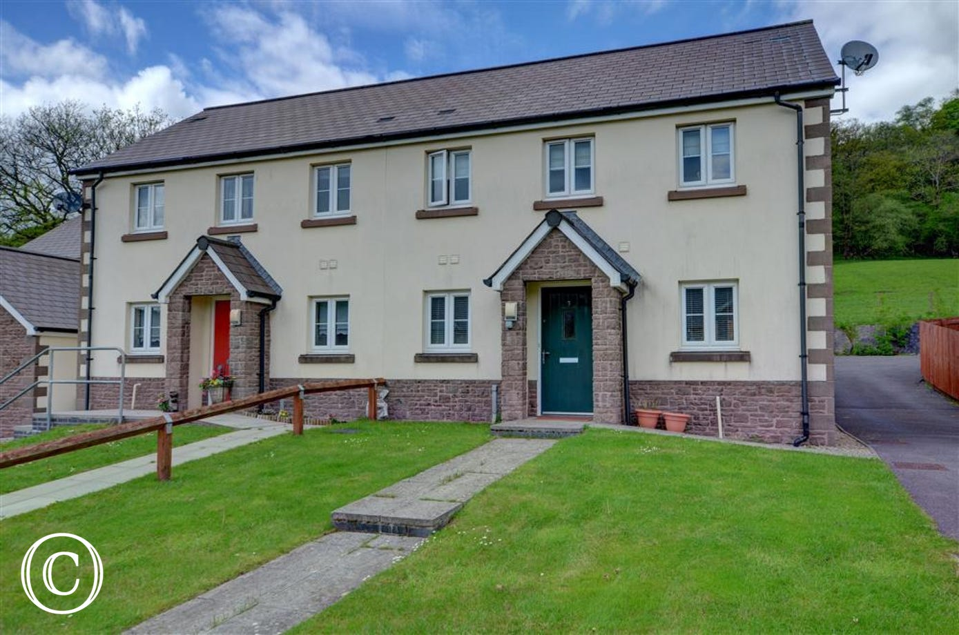 7 Maes y Cribarth is a contemporary semi-detached house on the southern edge of Brecon Beacons National Park