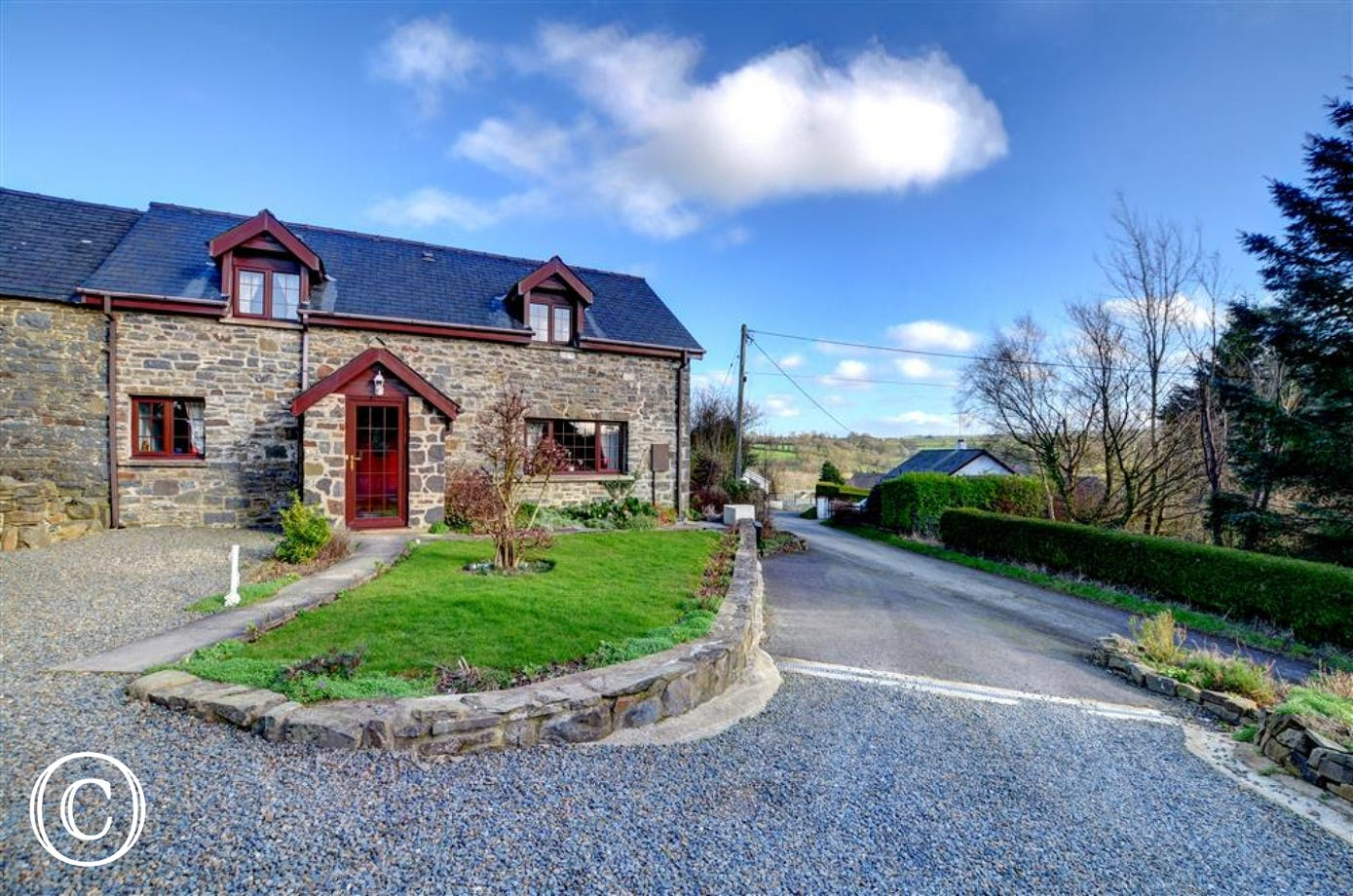 Attractive, detached cottage with lovely stonework