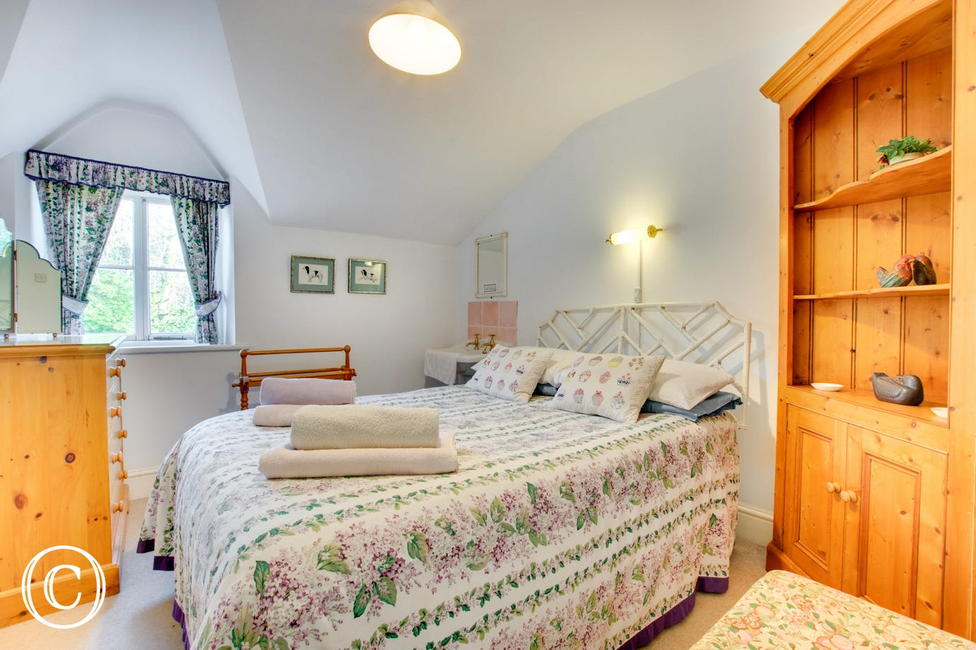 A double bedded room with whb.