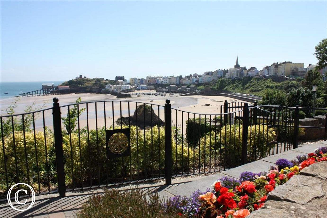Harbour View, is a super sleep 2 overlooking Tenby North Beach and harbour (garden view)