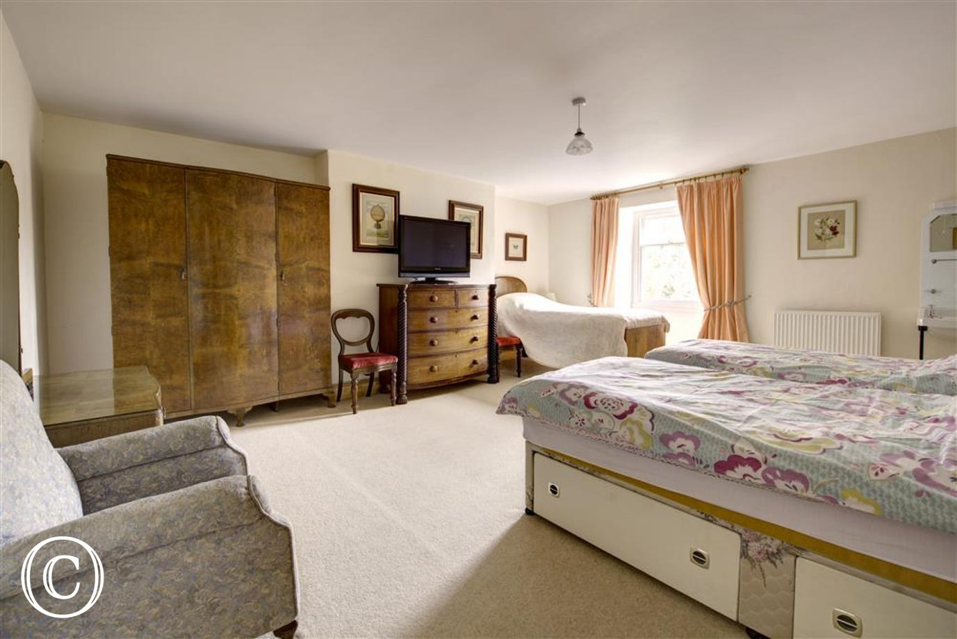Large bedroom with 3 single beds