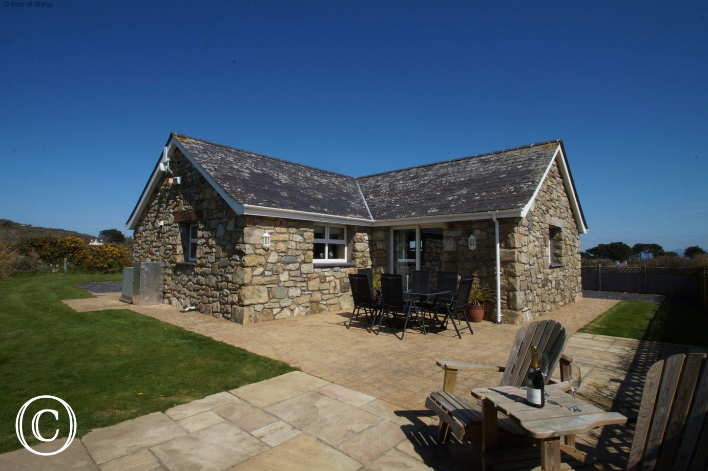 5 star holiday cottage Abersoch with large enclosed garden