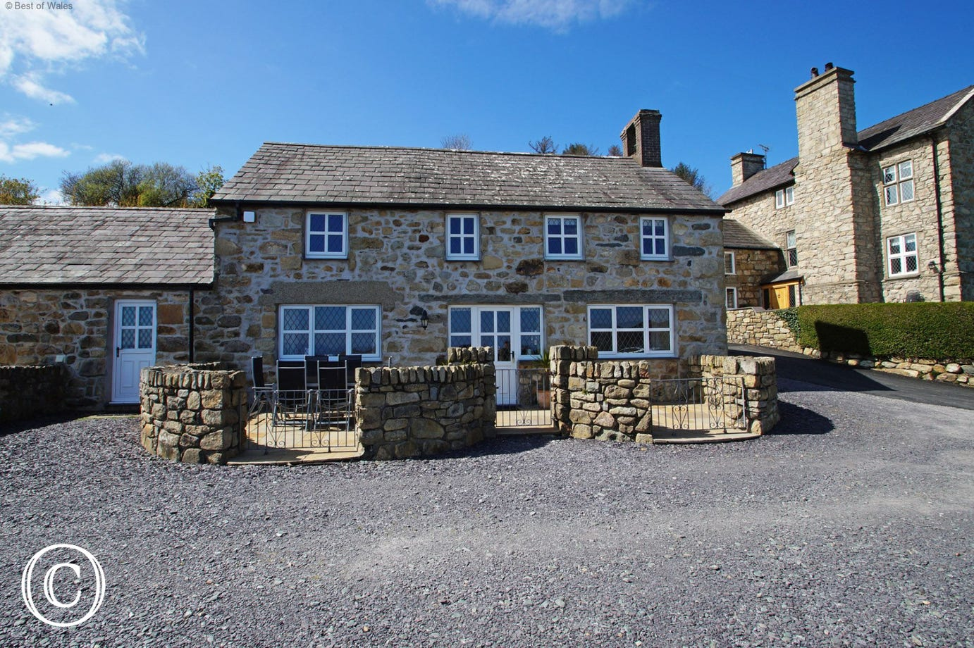 Located on a coastal farm - 1 of 4 luxury cottages to rent in Abersoch