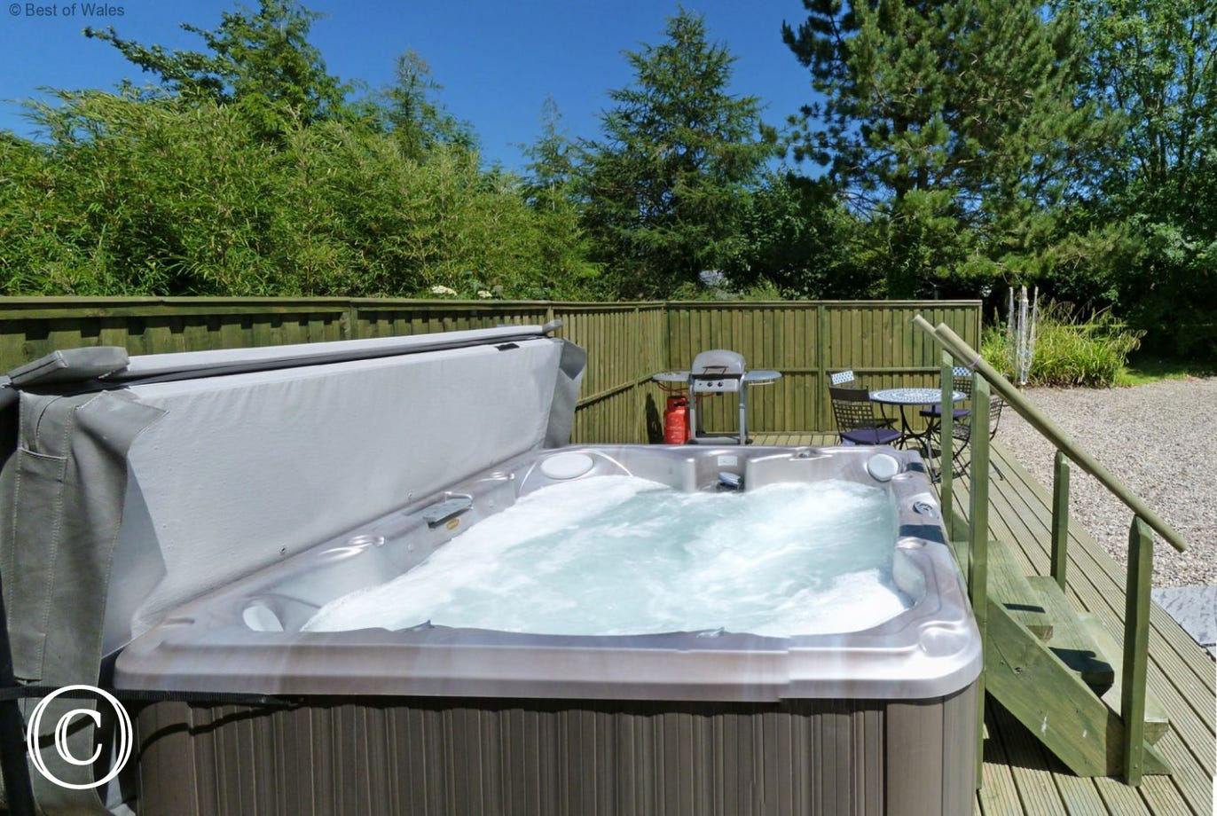 5 star self-catering cottage in Ceredigion with Hot Tub
