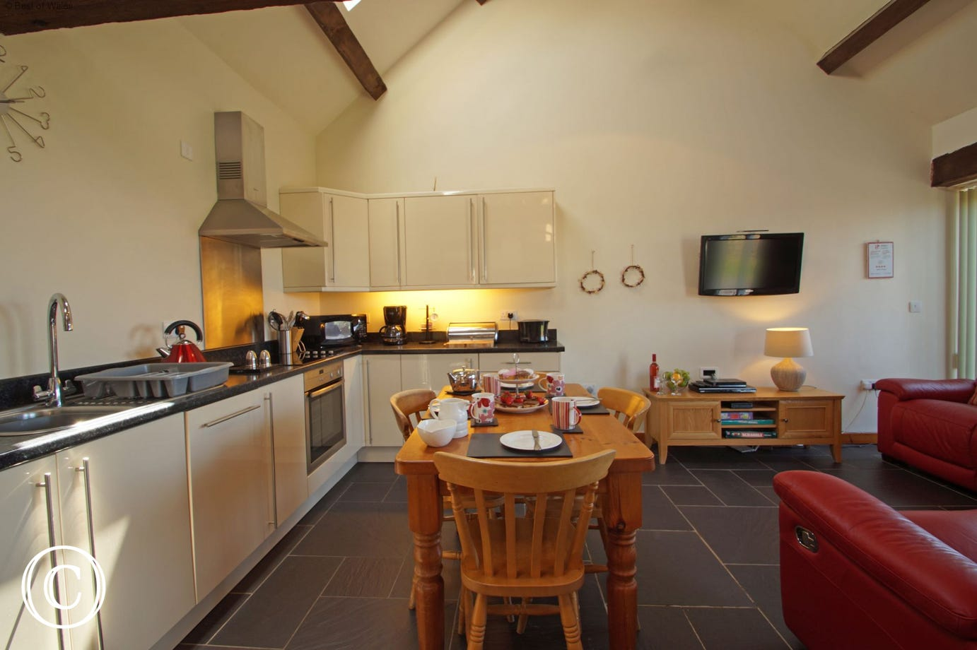 Holiday accommodation Llyn Peninsula - fully equipped kitchen