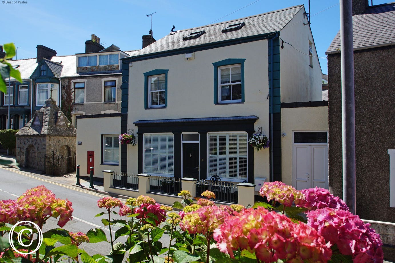 Previously a post office, this Nefyn accommodation enjoys a central location in the village.