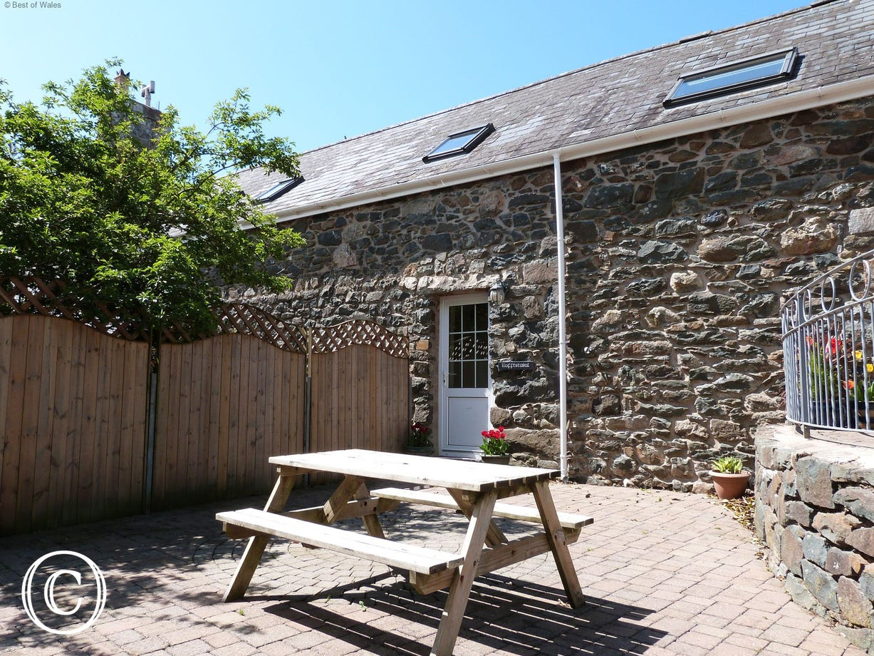 Llofft Llyn - the third of three North Wales self catering cottages