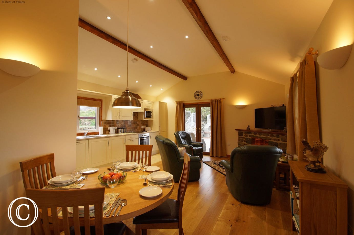Welcoming lodge with underfloor heating throughout