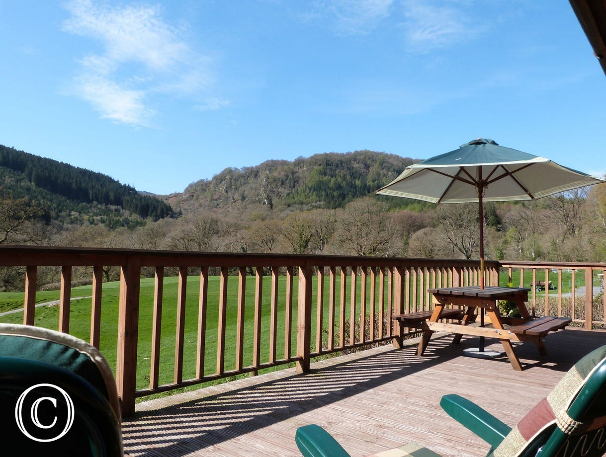 Cosy Snowdonia log cabin - the perfect base for a relaxing holiday