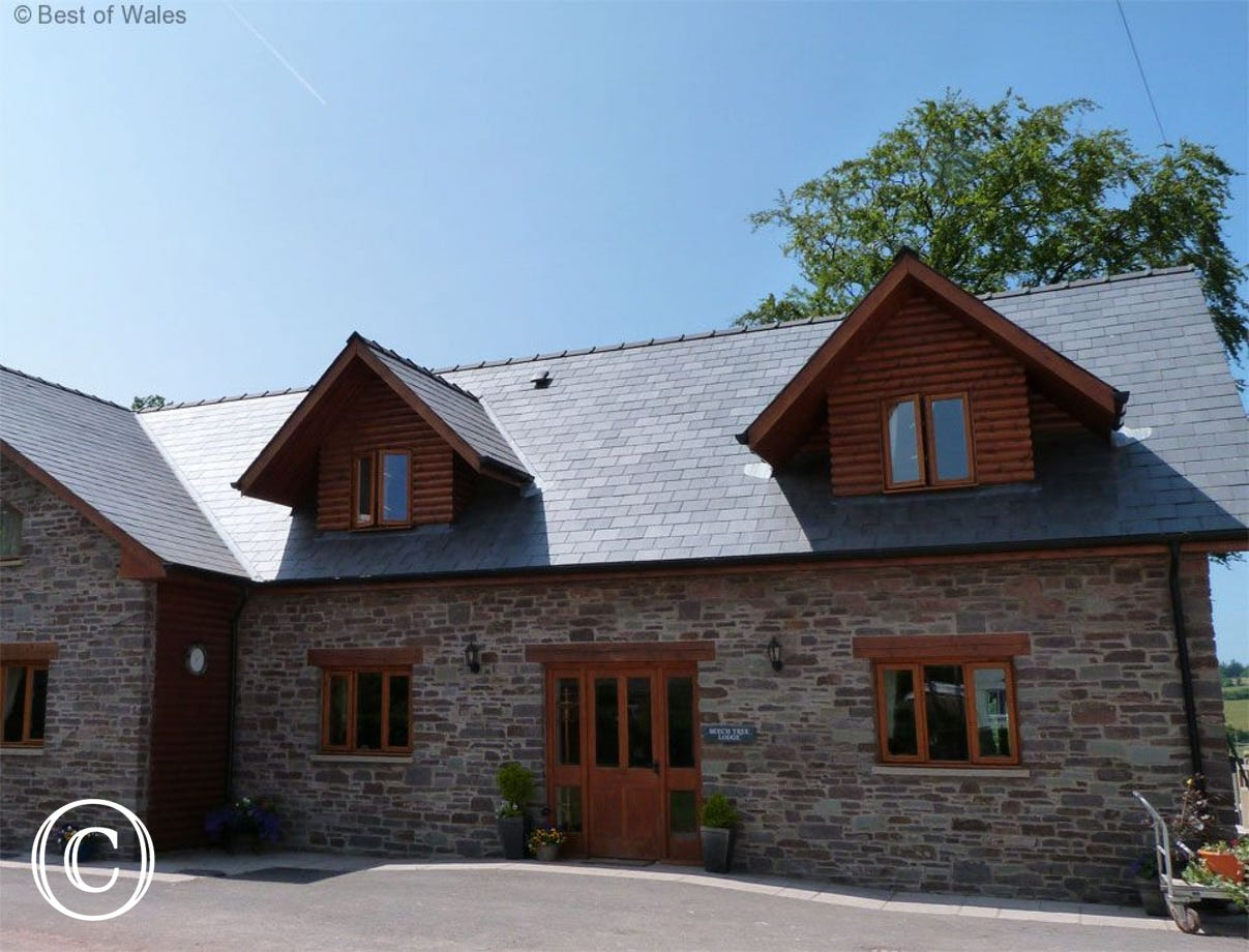 Brecon Beacons Holiday Cottage with hot tub