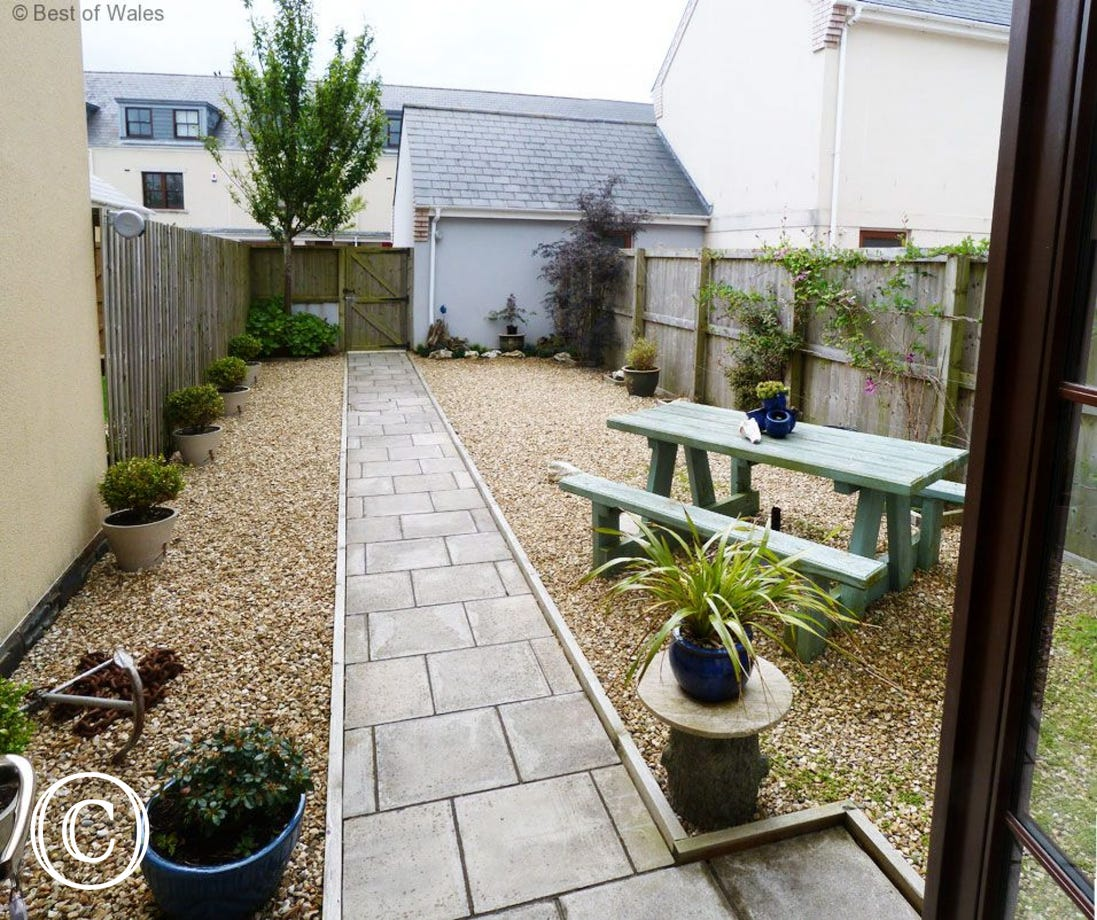 Rear garden area with bench and BBQ