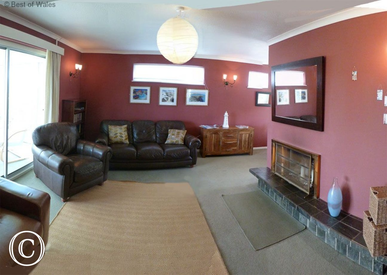 Newport self catering - Large lounge