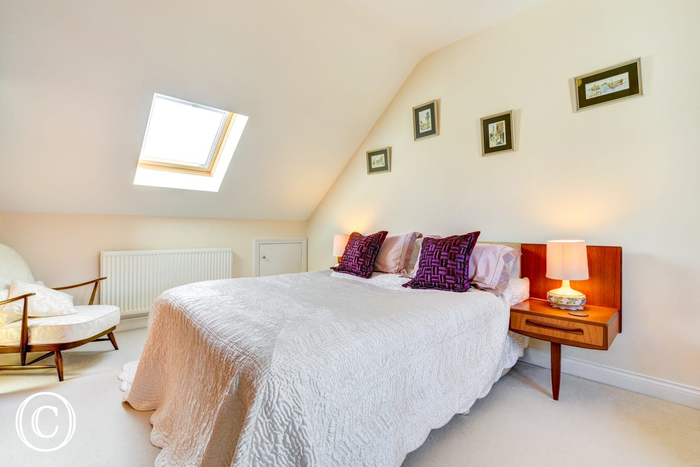 Master double bedroom with a lovely en-suite shower room with wash basin & toilet