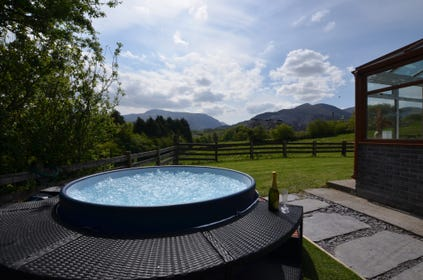 Hot tub with views of Snowdonia