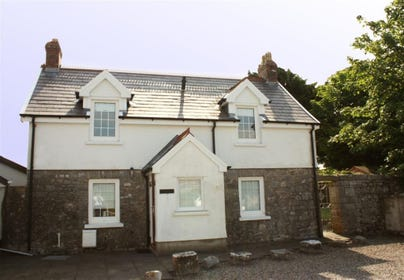 Detached cottage in the heart of Lydstep village and a 5 minute walk approx to sandy beach and headlands.