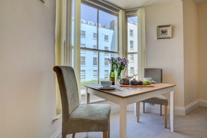 Holiday Apartment in Tenby  with dining table & chair