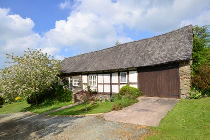 Cwmdulla Barn is a detached renovated barn in a stunning setting and with a wealth of exposed timbers
