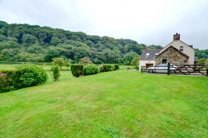 This is an attractive, detached spilt-level house is situated in the little village of Cwm Gwaun