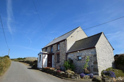 detached 5 star cottage just outside Porthgain on the St Davids Peninsular - Hafan Penrhyn