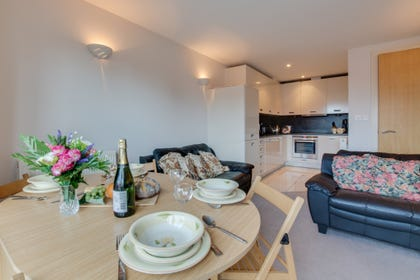 Self-catering ground floor apartment in Saundersfoot with an open-plan feel