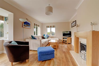 Stammers Retreat is a spacious, modern detached bungalow near the beach in Saundersfoot.