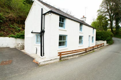 Pembrokeshire beach cottage - 500 yards from Amroth Beach