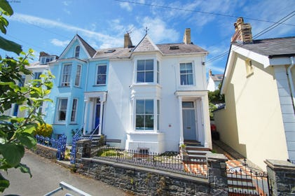 Large self catering house in New Quay, West Wales with sea views
