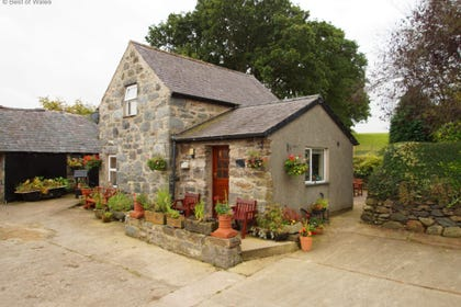 Bwthyn Conwy self catering cottage on a farm near the North Wales coast