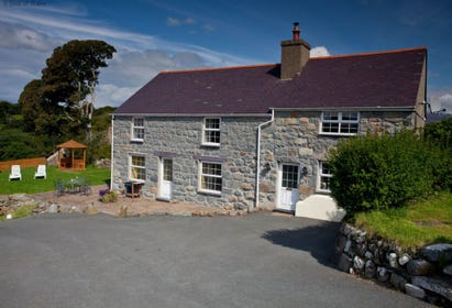 Private and detached - Ffermdy Criccieth self catering farmhouse