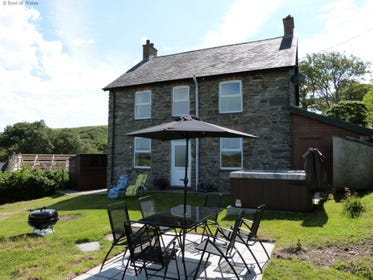 Cottage with Private Hot Tub and Sea View in Mid Wales