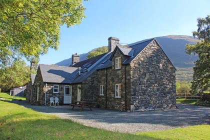 Tywyn self catering accommodation, set in peaceful countryside