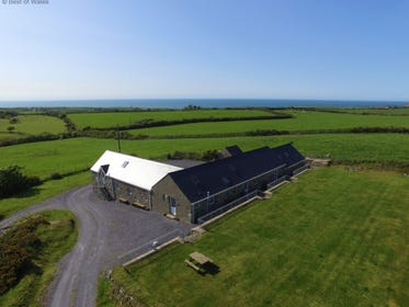 Coastal, large and 5 Star Holiday Accommodation Llyn Peninsula