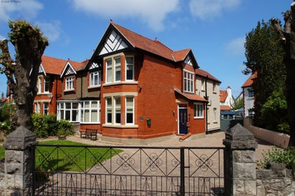 Llandudno Self Catering Holiday House with Hot Tub & pool table