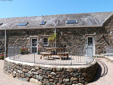 Ysgubor Llyn 5 star cottage - one of three North Wales self catering cottages on site